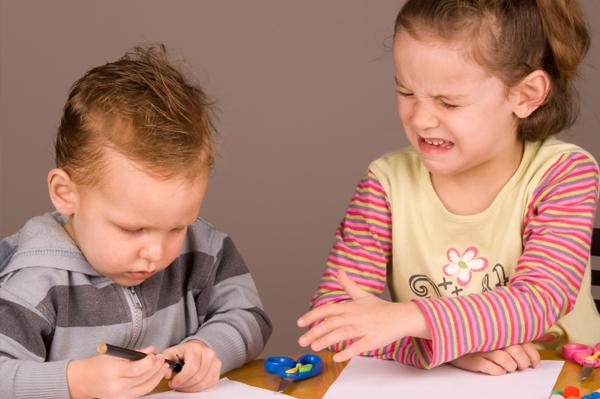 children-sharing-toys1